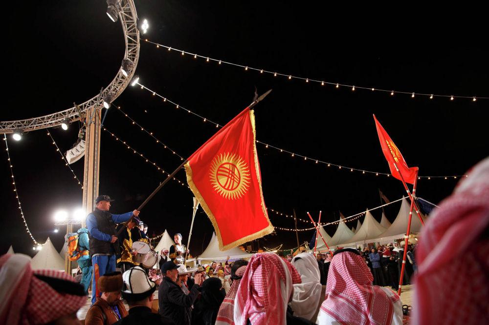 На Camel Fest отправились две тысячи кыргызстанцев — представители сфер культуры и спорта, а также технические работники и волонтеры