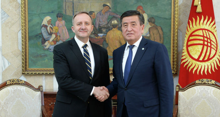 Глава государства поздравил их с началом дипломатической миссии в Кыргызстане, пожелав больших успехов