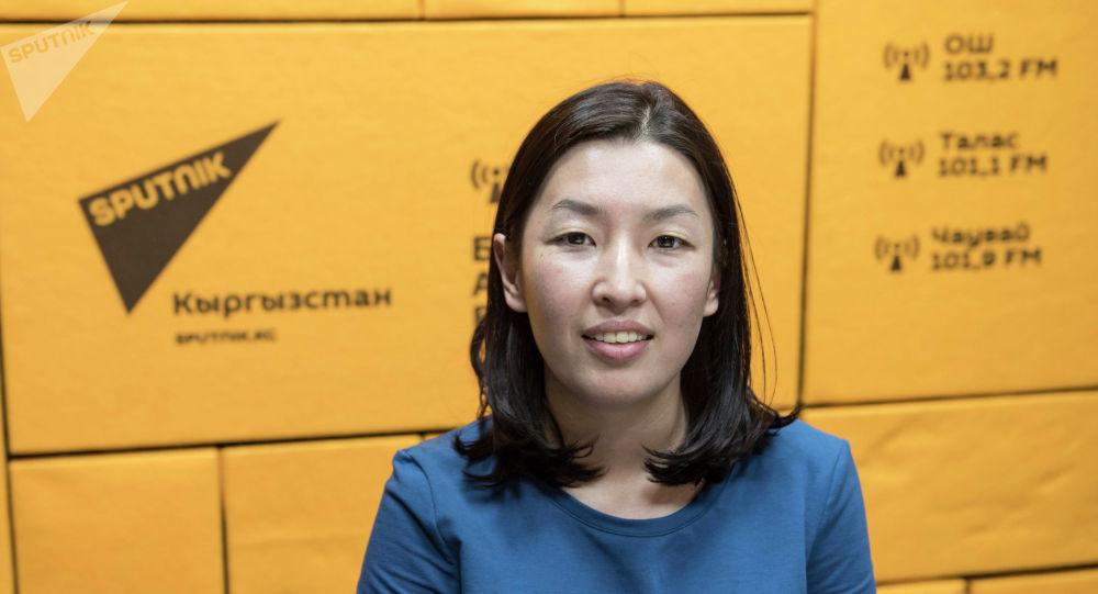 Эксперт по экономическим вопросам Нургуль Акимова во время беседы на радио Sputnik Кыргызстан