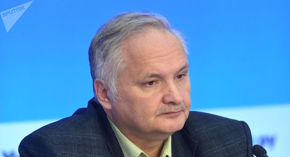 Политолог, замдекана факультета мировой экономики и политики ВШЭ Андрей Суздальцев. Архив