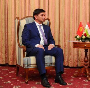 Премьер-министр Мухаммедкалый Абылгазиев и глава правительства Таджикистана Кохир Расулзода. Архивное фото