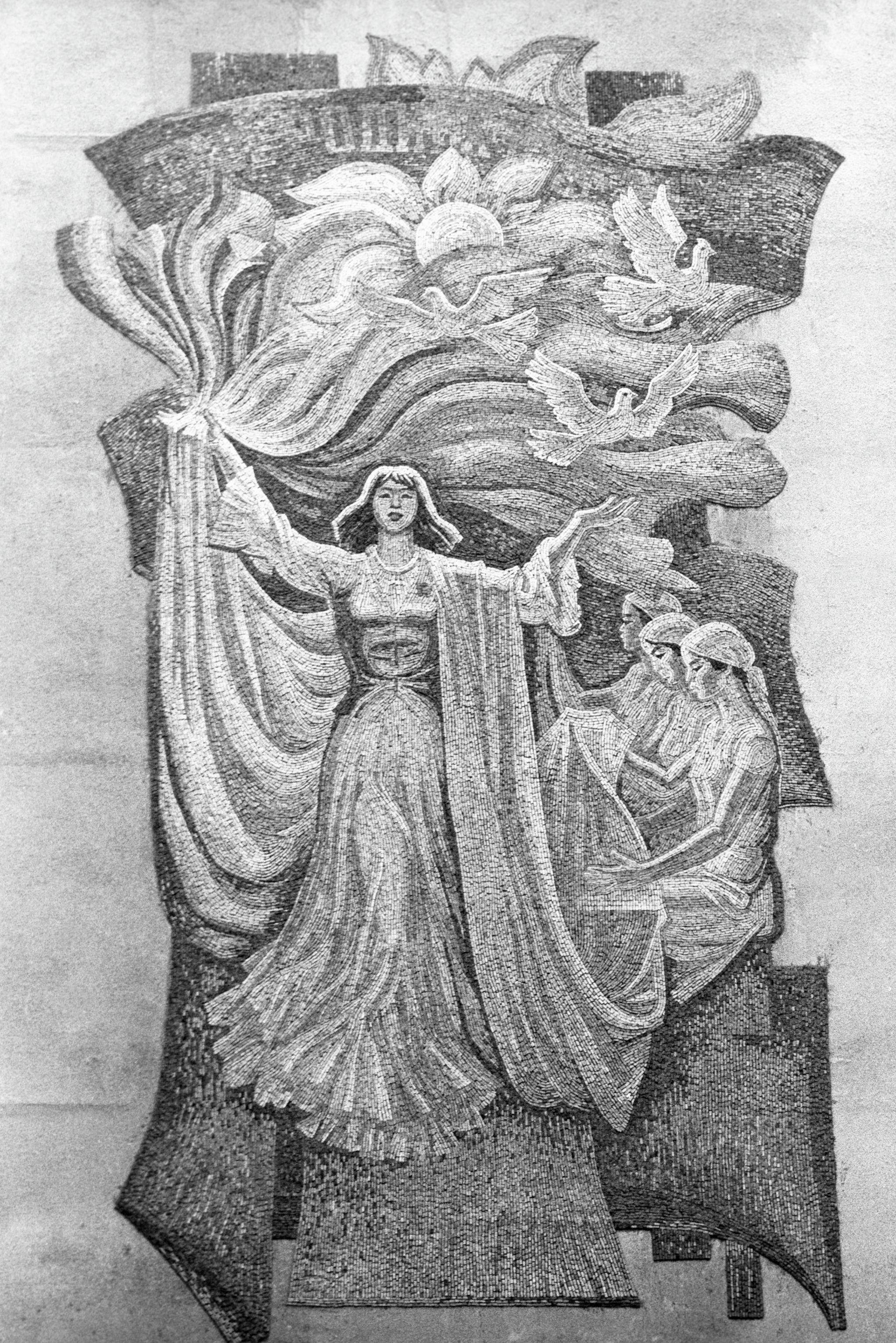 Монументальное панно работы заслуженного деятеля искусств Киргизской ССР Теодора Герцена.
