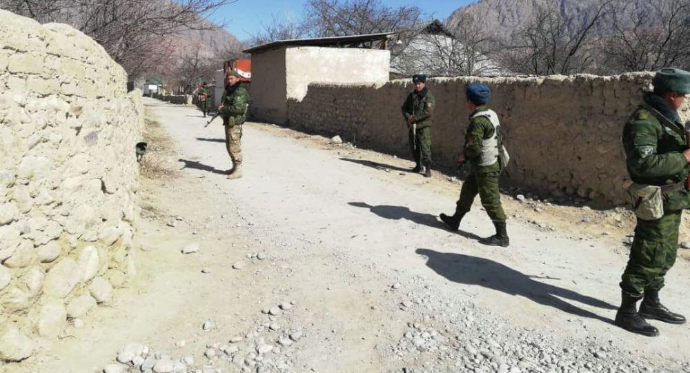 Пограничники на кыргызско-таджикском участке государственной границы. Архивное фото
