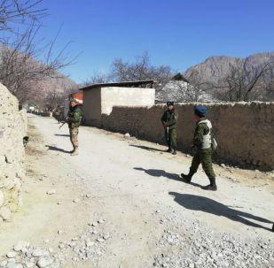 Кыргыз-тажик чегиндеги аскер кызматкерлери. Архивдик сүрөт