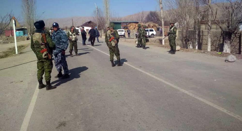 Пограничники на кыргызско-таджикском участке государственной границы