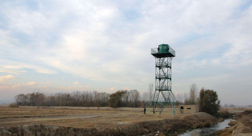 Смотровая вышка на границе Кыргызстана и Таджикистана. Архивное фото