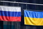 Флаг России и флаг Украины. Архивное фото