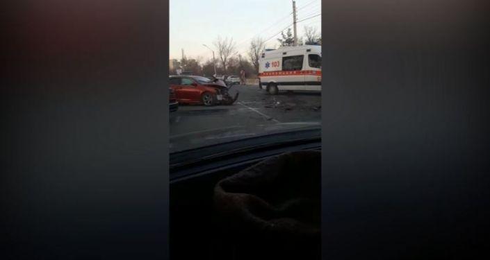 Пострадали водители обеих машин, их увезли на каретах Центра экстренной медицины.