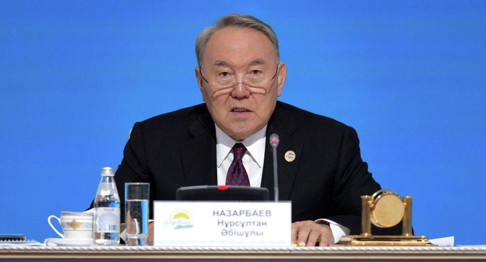 Президент Казахстана Нурсултан Назарбаев во время выступления. Архивное фото