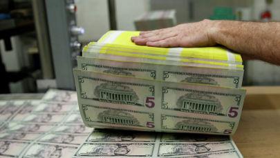Листы пятидолларовой банкноты в Бюро гравюры и печати в Вашингтоне. Архивное фото