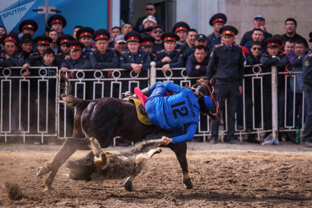 Эта зрелищная игра очень популярна у кыргызстанцев