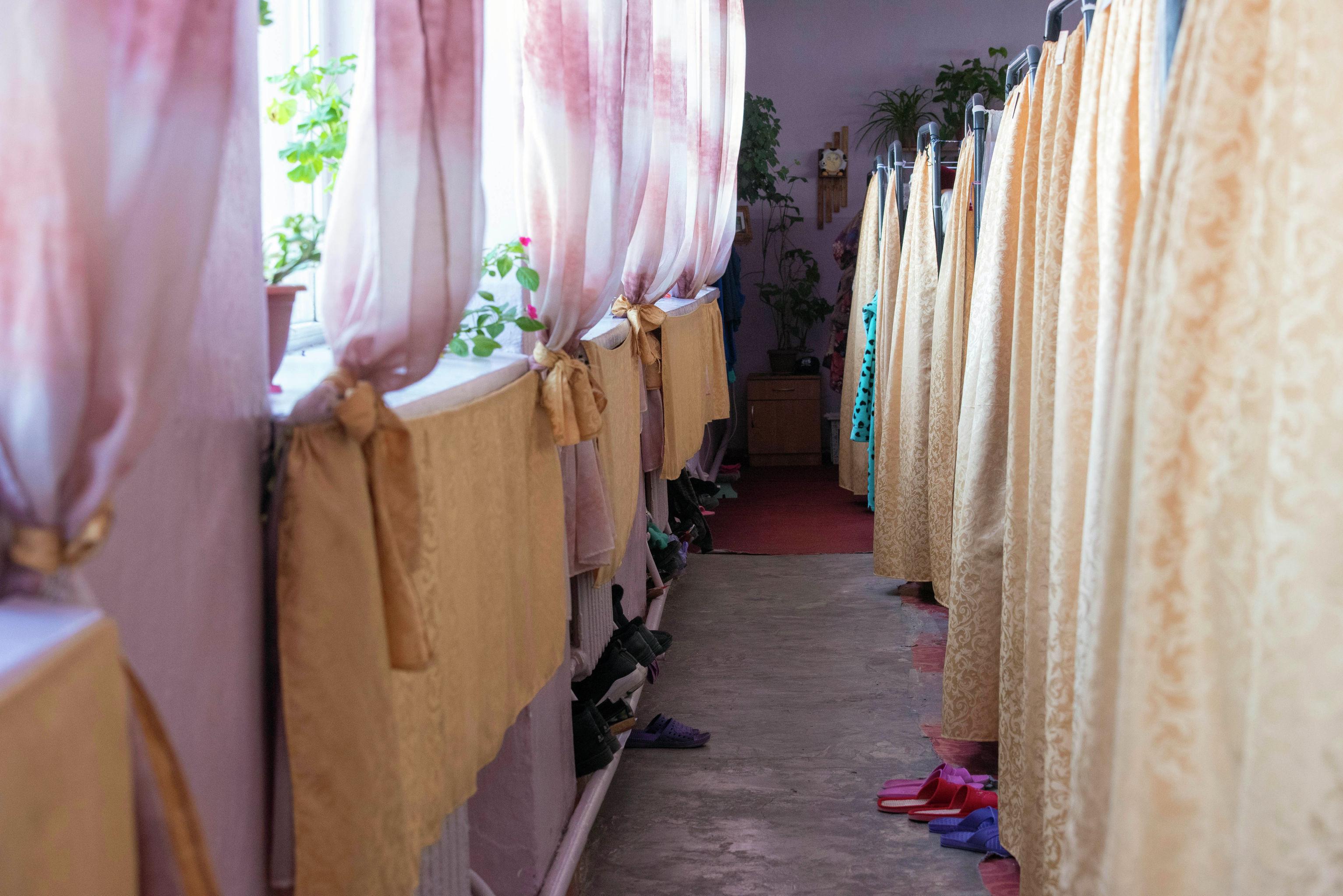 Общий барак для осужденных в женской исправительной колонии №2 в селе Степное