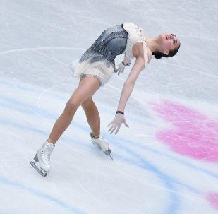 Алина Загитова (Россия) выступает в короткой программе женского одиночного катания на чемпионате мира по фигурному катанию в Сайтаме.