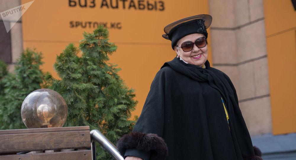 Тлеухор Бошумова Кыргызстандагы стюардессалардын карлыгачтарынан
