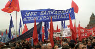 Митинг на Васильевском спуске близ Кремля в Москве против агрессии НАТО в Югославии.