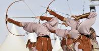 Кыргызские лучницы выступают на международном этнофестивале Camel Fest в Саудовской Аравии.