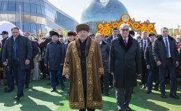 Казакстандын биринчи президенти Нурсултан Назарбаев менен учурдагы президент Касым-Жомарт Токаев Астанада Нооруз майрамын тосушту