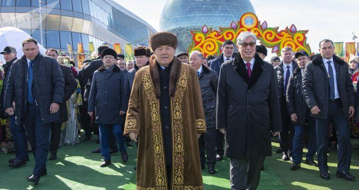 Первый президент Казахстана Нурсултан Назарбаев и действующий глава государства Касым-Жомарт Токаев. Архивное фото