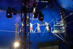 В социальных сетях опубликовано видео падения пяти гимнастов, репетировавших уникальный номер с канатоходцем-рекордсменом Ником Валлендой во Флориде.