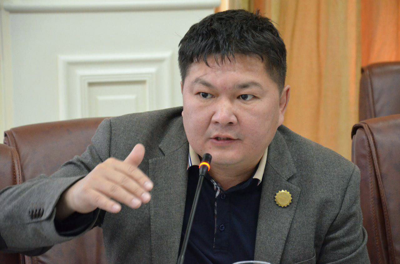 Заслуженный юрист КР, член ЦИК и советник министра образования Кайрат Осмоналиев