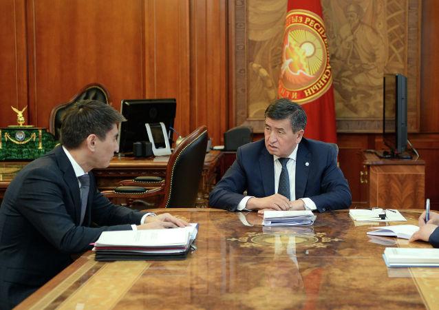 Президент Сооронбай Жээнбеков өлкөнүн тышкы иштер министри Чыңгыз Айдарбековду кабыл алуу учурунда