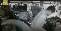 Из-за приступа мужчина непроизвольно убрал руки от руля, причем автобус ехал на большой скорости.