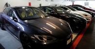 Автомобили Tesla Model 3 и X. Архивное фото
