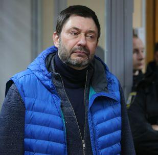 Руководитель портала РИА Новости Украина Кирилл Вышинский в Подольском районном суде Киева, который рассматривает обвинительный акт в его отношении.