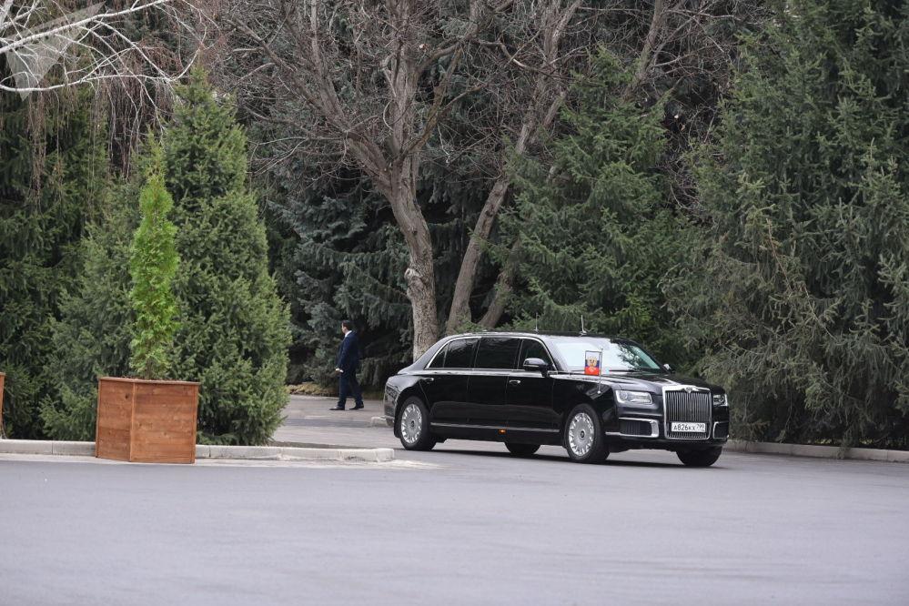 Россия лидери Владимир Путин Ала-Арча өзүнүн Aurus лимузини менен келип түштү