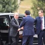Путинди Кыргызстан президенти Сооронбай Жээнбеков тосуп алды