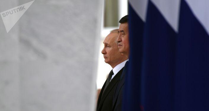 Россия президенти Владимир Путин кыргызстандык кесиптеши Сооронбай Жээнбеков менен жолугушуу учурунда