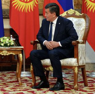 Архивное фото президента КР Сооронбая Жээнбекова с главой России Владимиром Путиным