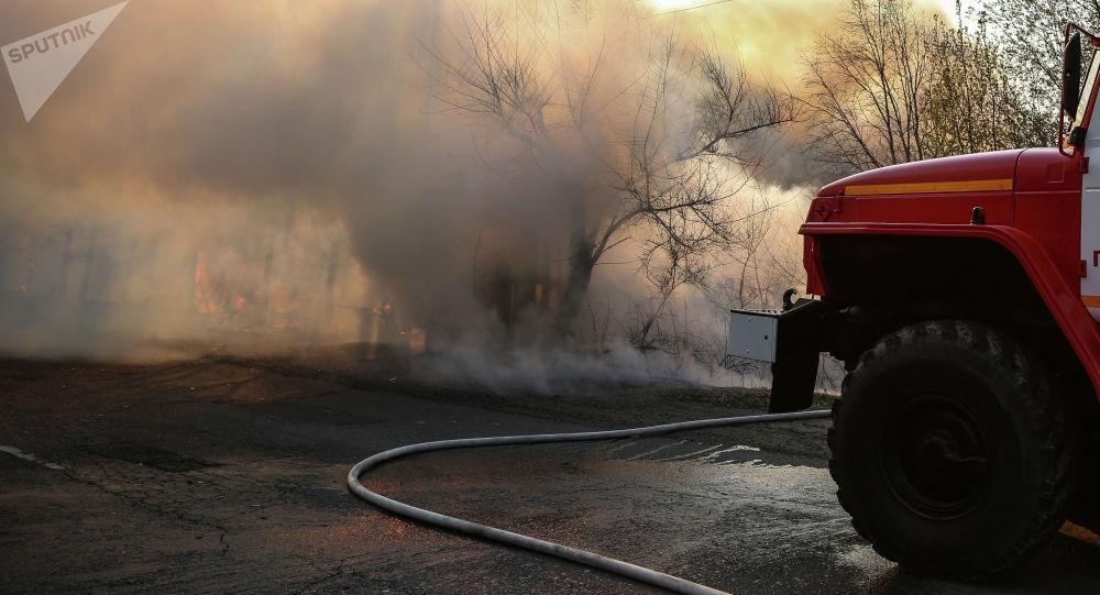 Пожарная служба на месте возгорания. Архивное фото