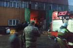 В Бишкеке горит мебельный цех, на месте работают четыре пожарных расчета.