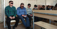 Подсудимые милиционеры, обвиняемым в допущении убийства Бурулай Турдали кызы в зале суда