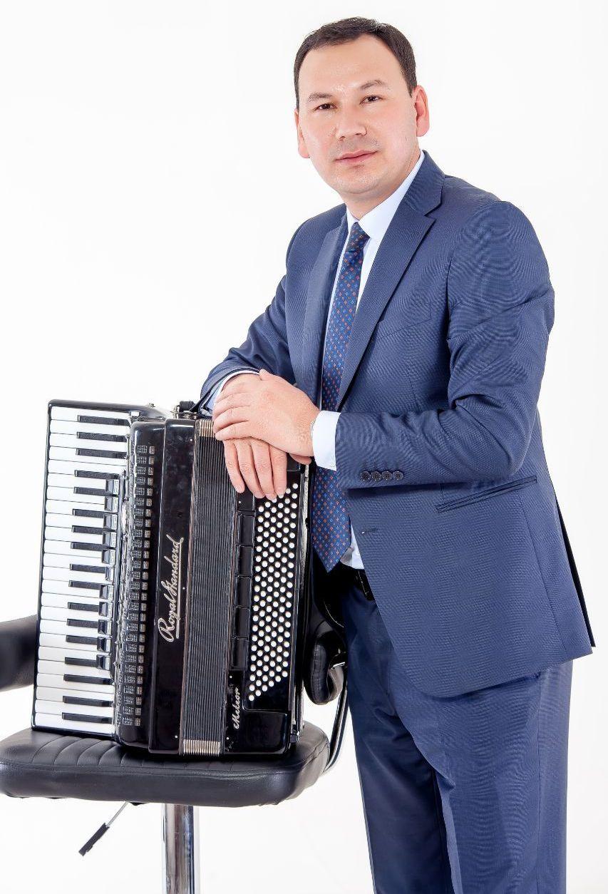Кыргызский певец Тумонбай Колдошев
