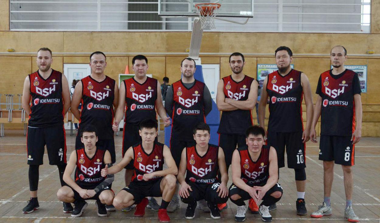 Игроки ошского баскетбольного клуба Номад
