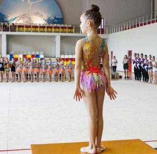 Участница соревнований по художественной гимнастики. Архивное фото