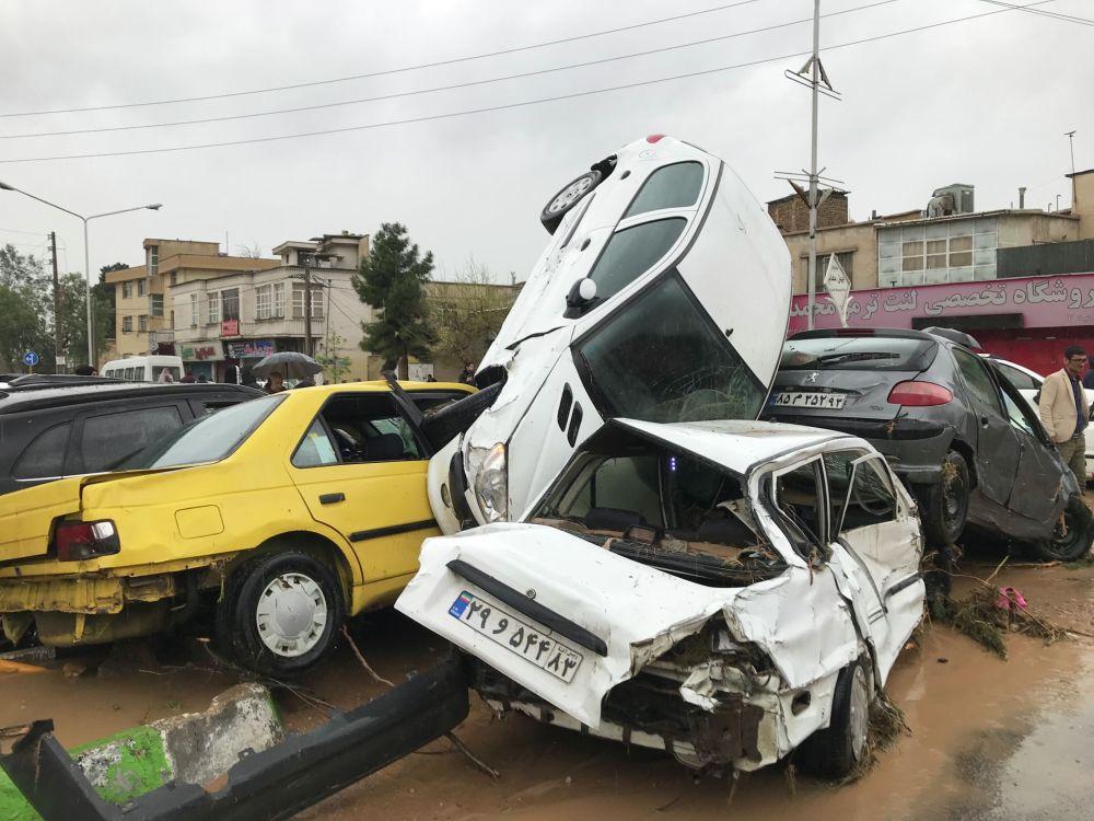 По меньшей мере 25 человек погибли из-за наводнений в ряде провинций Ирана