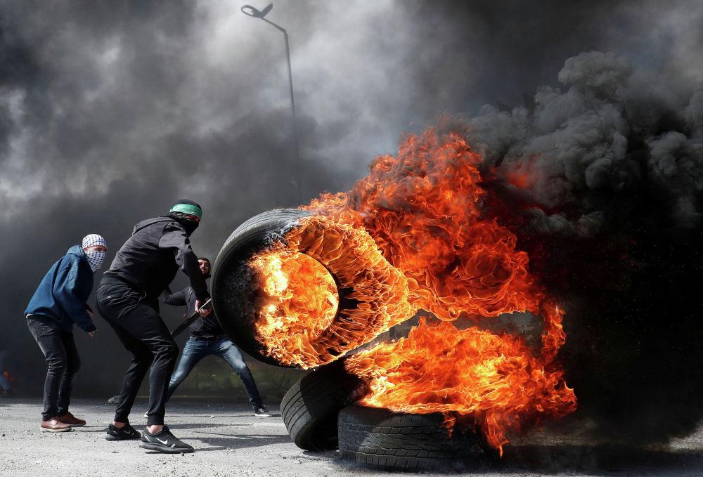 Столкновения палестинцев с израильской армией возле Бейт-Эля на западном берегу реки Иордан