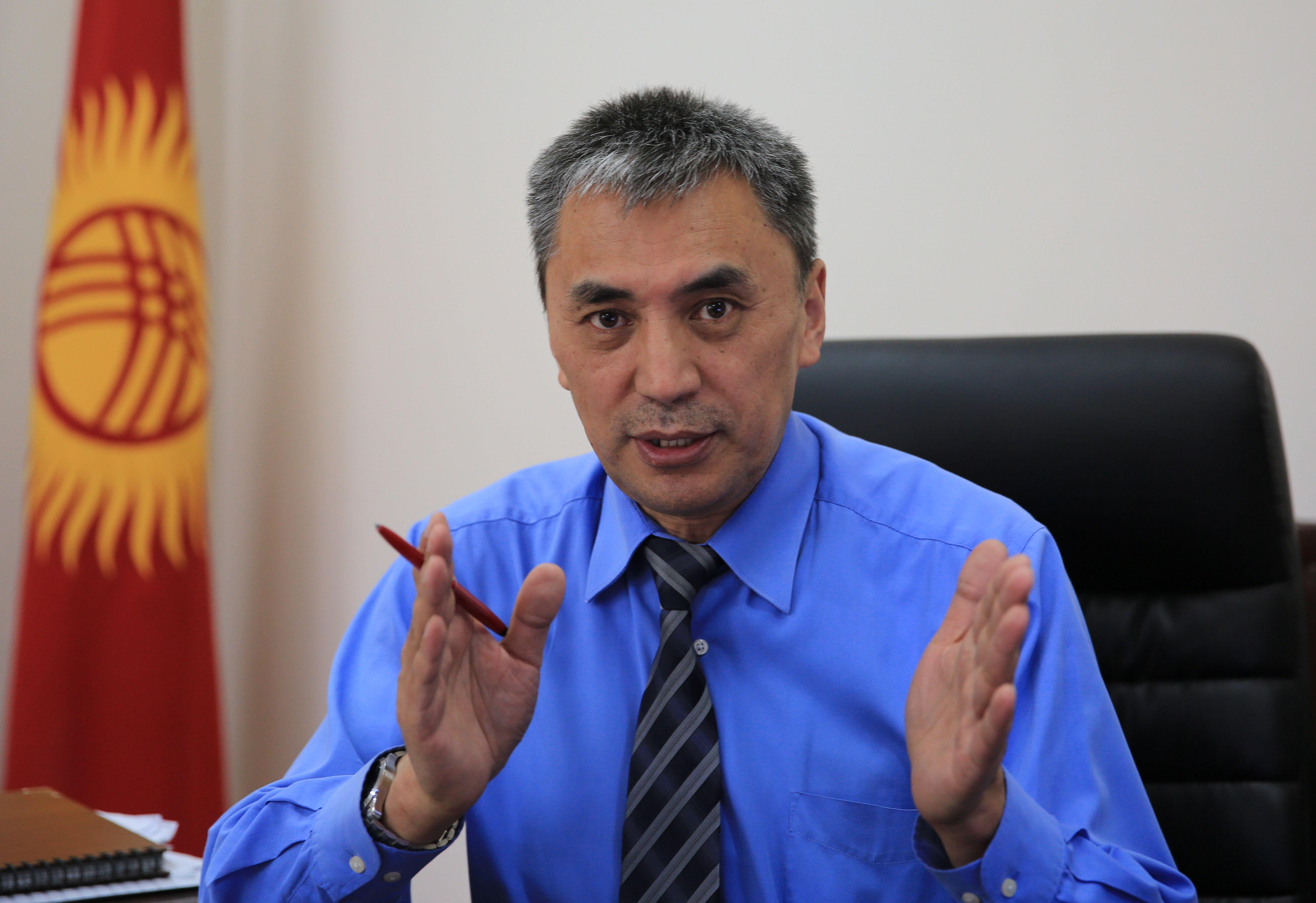 Кубан Абдымен в рабочем кабинете