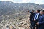 Премьер-министр Мухаммедкалый Абылгазиев Баткен облусуна болгон сапарынын алкагында аймактын чектеш райондорунун ички жолдорунун абалы менен таанышты