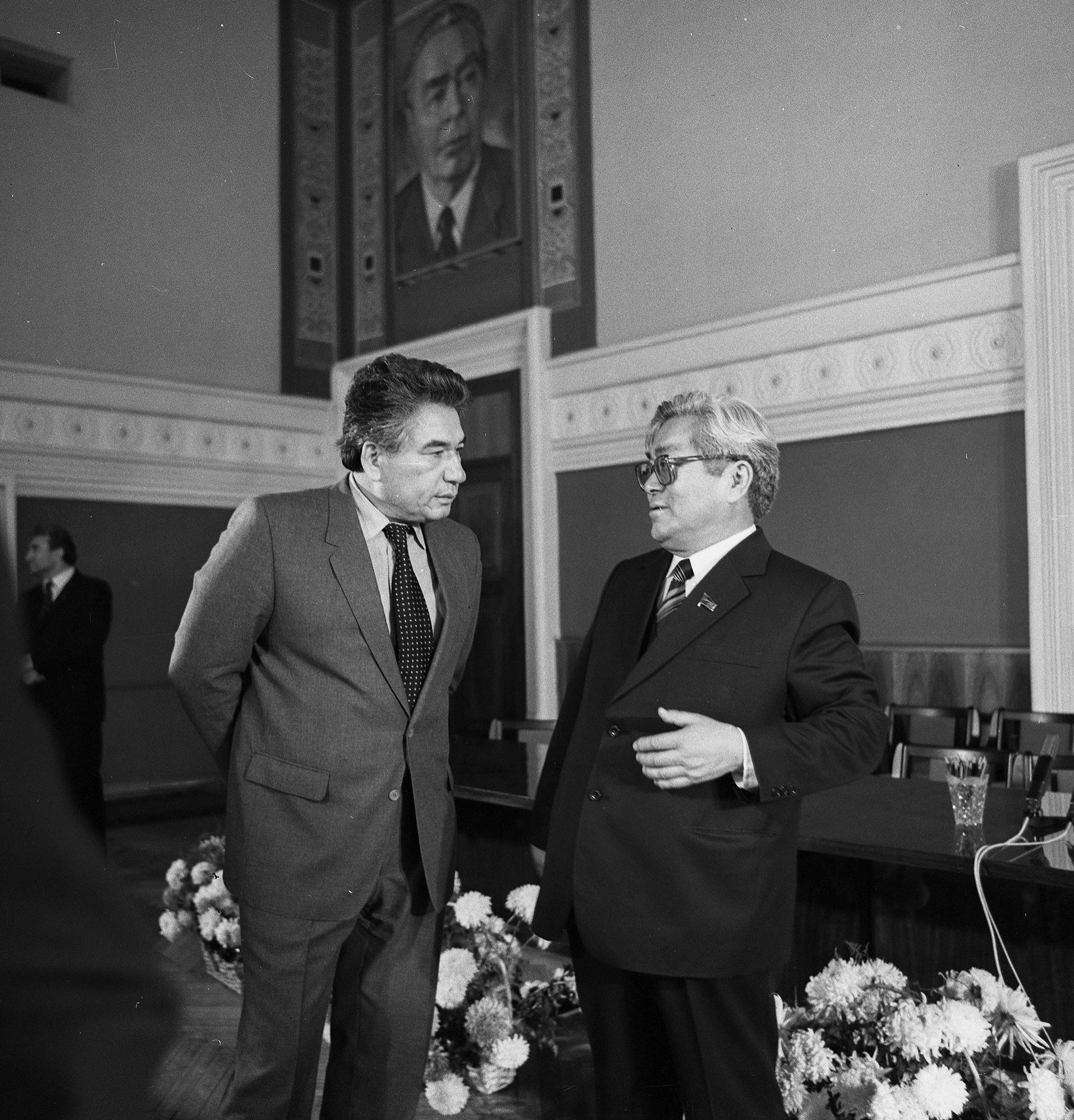Писатель, герой Кыргызской Республики Чингиз Айтматов с Турдакуном Усубалиевым