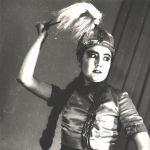 Колуна бычак кармап, тике караган сулуу... Актриса Ак боз ат спектаклинде калмак кызынын ролун жараткан