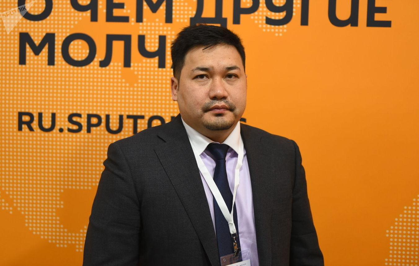 Председатель правления российского АО МТИ Банк Асан Ниязов на студии радио Sputnik Кыргызстан
