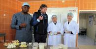 Постоянный координатор системы ООН в Кыргызстане Озонниа Ожиело ознакомился с проектами, реализуемыми Всемирной продовольственной программой в Нарынской области