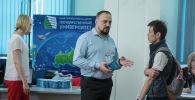 Абитуриенты на выставке 15 российских университетов в Республиканской библиотеке в Бишкеке