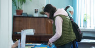 Абитуриенты на выставке ВУЗов. Архивное фото