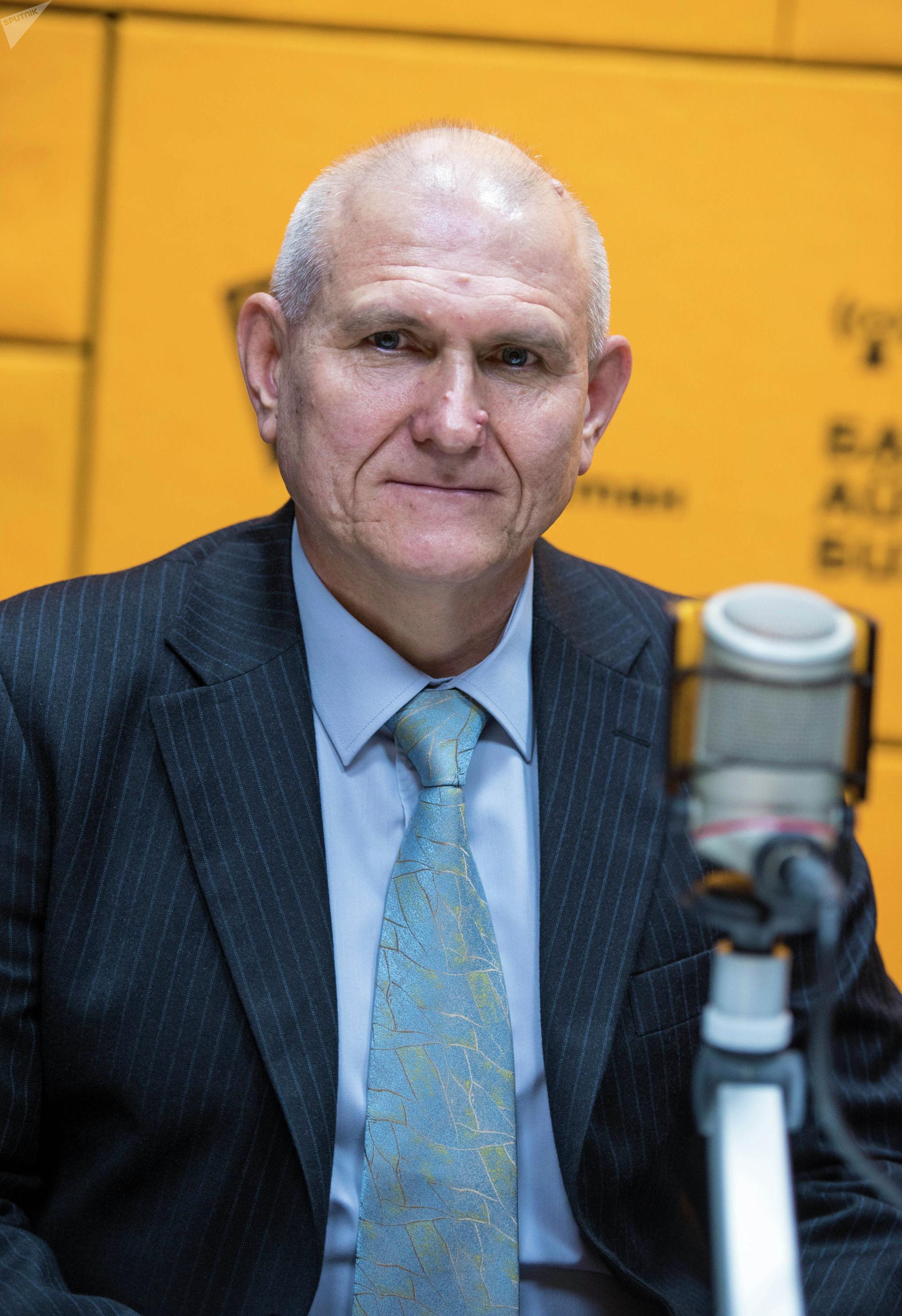 Посол России в КР Николай Удовиченко во время интервью в студии Sputnik Кыргызстан