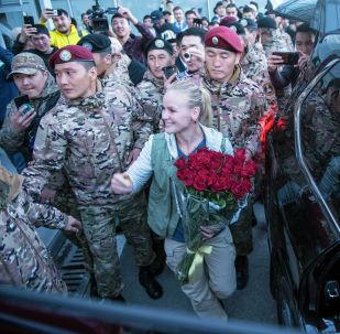 Встреча чемпионки UFC Валентины Шевченко в аэропорту Манас